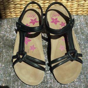 Abeo woman's size 8 N black sandals